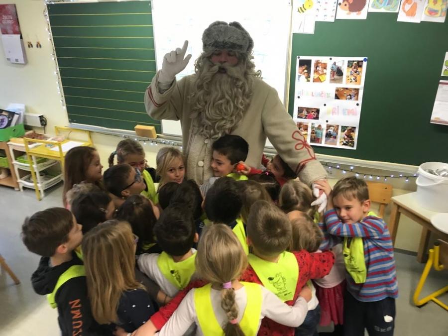 Obisk Dedka Mraza in drsanje v Zagorju