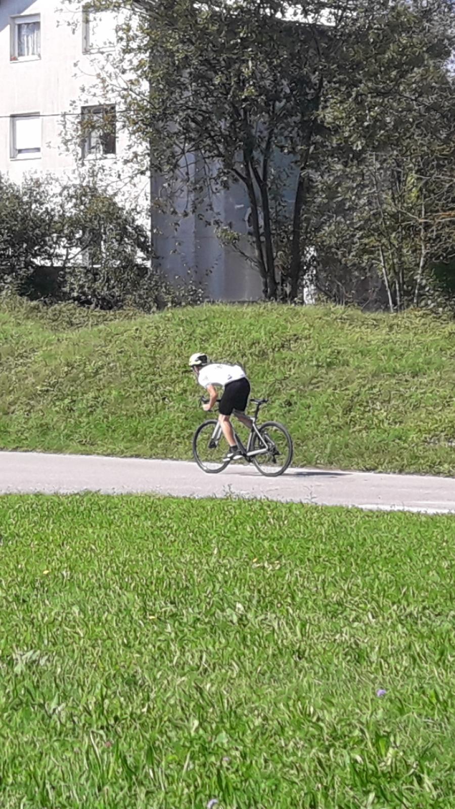 Klemen je hiter na kolesu